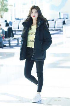 Fashion Idol, Korea Fashion, Kpop Fashion, Airport Fashion, Kim Doyeon, Girl Inspiration, Airport Style, Outfit Goals, Kpop Girls