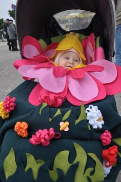 Costume flower  Autrice: Lucia Fall Halloween, Baby Car Seats, Homemade, Fun Things, Flowers, Masks, Anna, Spring, Outfits