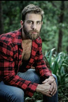 This man would make me want to stay outdoors Mode Masculine, Moustaches, Beard Love, Awesome Beards, Bear Men, Brazilian Models, Raining Men, Hairy Chest, Hair And Beard Styles