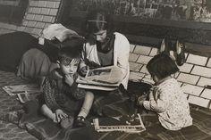 Niños refugiados en una estación del metro de Madrid durante la guerra civil. / ANTIFAFOT (AGA)