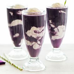 "We love purple cows - have made them with grape pop, too. smj The original ""Purple Cow"" - Vanilla Ice Cream and Welch's Grape Juice Ice Cream Desserts, Frozen Desserts, Frozen Treats, Non Alcoholic Drinks, Fun Drinks, Yummy Drinks, Beverages, Memorial Day Foods, Recipes"