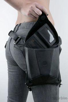 METRIC raven black leather holster shoulder backpack and waist pack - Meine Shoulder Backpack, Leather Shoulder Bag, Thigh Bag, Sacs Design, Leather Holster, Waist Pack, Shopper, Leather Backpack, Messenger Bag