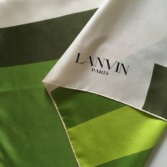 Foulard LANVIN vintage en soie motifs géométriques vert blanc Soie,  Foulard, Vert, Blanc 4f35e07ca41d