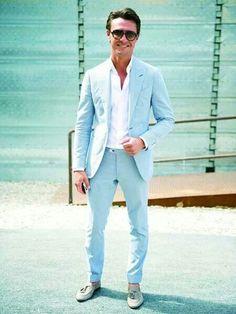 Comprar ropa de este look:  https://lookastic.es/moda-hombre/looks/blazer-celeste-camisa-de-vestir-blanca-pantalon-de-vestir-celeste-mocasin-con-borlas-gris/1752  — Blazer Celeste  — Pantalón de Vestir Celeste  — Camisa de Vestir Blanca  — Mocasín con Borlas de Cuero Gris