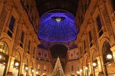 Galleria Vittorio Emanuele II - Weihnachtsbeleuchtung der berühmten Shoppingmeile in Mailand