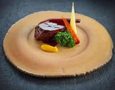 What a plate - gorgeous @goodfellows_ltd crockery with the stunning @chefadam_1 beef and carrot dish  #foodphotography #foodphotographer #foodphotography #London #gourmetartistry #gastroart #food #foodie #foodart #instadaily #theartofplating #instafood #instachef #chefslife #instagramhub #igers #truecooks #chefstalk #chefsroll #foodstarz #thestaffcanteen #grateplates #simplisticfood #beef #jodihinds