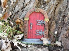 Red Fairy Door by HiddenWorlds on Etsy Gnome Door, Gnome House, Fairy Garden Houses, Gnome Garden, Fairy Gardens, Lil Fairy Door, Bonsai, Fairy Doors On Trees, Ceramic Houses