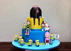 Torta de cumpleaños con los personajes de Gru: Mi Villano Favorito