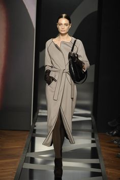 Aigner Milano - Collections Fall Winter - Shows - Vogue. Office Outfits, Stylish Outfits, Office Attire, Preppy Style, Style Me, Bd Fashion, Glamorous Chic Life, Classy Suits, Grey Outfit