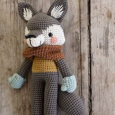 Harry Wolf, the twelfth character for my second book, Animal Friends of Pica Pau Crochet Wolf, Crochet Diy, Crochet Patterns Amigurumi, Crochet Animals, Diy Y Manualidades, Handmade Toys, Crochet Projects, Creations, Crafty