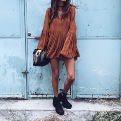 Check out about 20 ways to wear boho style jewelry. Learn more here --> (Ankle Boots, Casual Outfit, Boho Vibes) Look Boho, Bohemian Style, Boho Chic, Bohemian Outfit, Gypsy Style, Modern Hippie Style, Bohemian Dresses, Boho Gypsy, Hippie Stil
