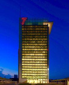 progettazione e realizzazione insegne, insegne led, insegne luminose led, altezza numero 7 metri 9, quota di installazione mt 80