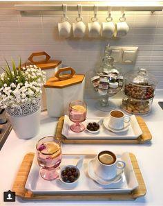 Breakfast Presentation, Coffee Presentation, Turkish Breakfast, Breakfast Tea, Brunch Mesa, Cute Food, Yummy Food, Tasty, Breakfast Bread Recipes