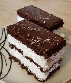 Nagyon egyszerű és finom: Kókuszos Kinder szelet! - Ketkes.com Smoothie Fruit, Torte Cake, Hungarian Recipes, Winter Food, Cakes And More, No Bake Desserts, No Bake Cake, Coco, Sweet Recipes