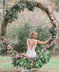 Isn't this wedding day shoot just gorgeous!!?  Via +Dress by @jinzabridal |Planned+ designed by @charis_events| Floral by @designerdana.lee.| Hair+ makeup by @gracelinmakeup| Photo @jeremychouphotography #laceweddingdress #bride #bridalstyle #weddingstyle #bridalgown #bridalfashion#flowers #sophisticatedbride #bellethemagazine