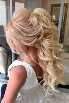 15 Wedding Hair Styles To Look Gorgeous We have picked the trendiest wedding hair styles for you to pick the perfect one. Or two, or even three – you will need several options for a hair trial. Wedding Hair And Makeup, Bridal Hair, Hair Makeup, Bridesmaid Hair, Prom Hair, Bride Hairstyles, Cute Hairstyles, New Year Hairstyle, Hair Products Online