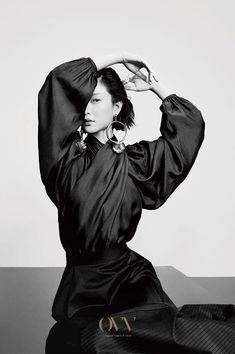 Top model Du Juan stars in OVV's Spring Summer 2018 advertising campaign captured by fashion photographer Zeng Wu. Artistic Fashion Photography, Fashion Photography Inspiration, Editorial Photography, Portrait Photography, Black Photography, Fashion Model Poses, Oriental Fashion, Black And White Portraits, Editorial Fashion