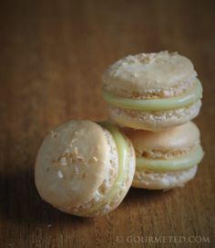 foodwanderings: Coconut Macaron with Lime and White Chocolate Ganache - Guest Post by Gourmeted French Macaroons, Coconut Macaroons, Coconut Macarons Recipe, Macaron Cookies, Macaron Recipe, Shortbread Cookies, Meringue Desserts, Just Desserts, Yummy Treats