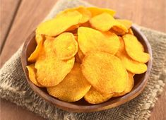 Served best warm and right out of the oven, sweet potato chips are a simple, wholesome snack your kids will love. Baking on aluminum foil ensures your chips won't get stuck to the baking sheet—and clean up will be fast and easy! Crispy Sweet Potato Chips, Homemade Sweet Potato Chips, Recetas Salvadorenas, Canning Sweet Potatoes, Snack Recipes, Cooking Recipes, Paleo Recipes, Onion Recipes, Microwave Recipes