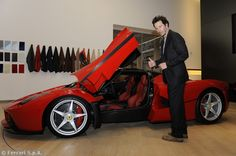 Keanu Reeves in visita a Maranello: