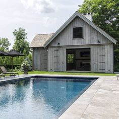 How fabulous is this barn style pool house by Cole Harris associates. Wishing you all a wonderful Swimming Pools Backyard, Swimming Pool Designs, Pool Landscaping, Lap Pools, Indoor Pools, Pool Decks, Country Farmhouse, Modern Farmhouse, Farmhouse Ideas