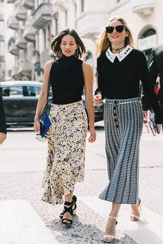 Tu mi ricordi Milano Street Style MFW / Día 3 13 de 60 Dos faldas midis para dos looks perfectos. Porque cuando se declina en clave floral y se combina con un top negro el resultado es infalible. Foto: © Diego Anciano / @collagevintage2