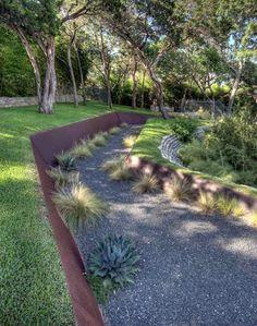 Stützmauer für Garten mit Hanglage aus Rostplatten