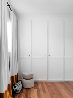 What colour should I paint my internal doors. This is a question that I am regularly asked. Internal doors can be treated in a number of different ways - let me tell you more here. Closet Bedroom, Home Bedroom, Master Bedroom, Bedroom Storage, Bedroom Ideas, The Design Files, Internal Doors, Interior Barn Doors, Interior Paint