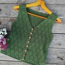 """Vêtements crochet I thought and decided to call this top """"Flora"""" and in order to tie it, we need skeins (depending on the size, length and strap o. Débardeurs Au Crochet, Crochet Crop Top, Crochet Woman, Cute Crochet, Easy Crochet, Crochet Vest Pattern, Crochet Jacket, Crochet Blouse, Crafts"""