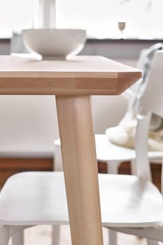 IKEA - LISABO - de tafel die je met 4 schroeven in elkaar zet