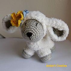 Bit of Color: Lammetje in huisls Crochet Sheep, Easter Crochet, Crochet Art, Love Crochet, Crochet Animals, Crochet Crafts, Crochet Flowers, Crochet Toys, Amigurumi Free