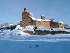 Kuusisto, castles ruins oliviaorso.blogspot.com Castle Ruins, 1 Place, Palaces, Finland, Villa, Houses, King, Mountains, Travel