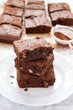 Klasyczne brownie czekoladowe. Przepis jest prosty i szybki, a brownie wychodzi idealne - mocno czekoladowe, wilgotne, delikatnie rozpływające się w ustach.