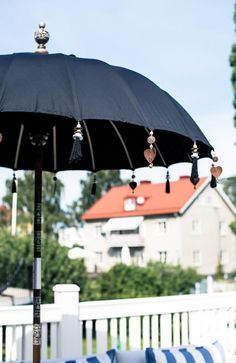 parasol with beaded decor//