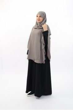 Khimar, long hijab pour femmes voilées - Al Moultazimoun Boutique Burqa Designs, Blouse Designs, Hijab Chic, Islamic Fashion, Muslim Fashion, Abaya Fashion, Fashion Dresses, Modest Outfits, Girl Outfits