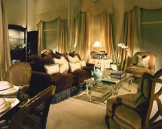 SUZANNE MYERS ELITE INTERIOR DESIGN: Eclectic mirrored living room.
