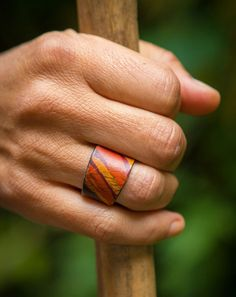 Make your own rings from materials that are readily available. Here are only the easiest DIY rings. Read Easy DIY Rings That You'll Actually Want to Wear (or Gift) Diy Leather Rings, Leather Art, Leather Gifts, Handmade Leather Jewelry, Sewing Leather, Tooled Leather, Handmade Jewellery, Art Du Cuir, Stacked Wedding Bands
