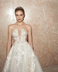 A look at the new bridal couture collection of Galia Lahav wedding dresses for Fall The Alegria Collection! White Bridal Dresses, Western Wedding Dresses, Blush Dresses, Wedding Dress Trends, Gorgeous Wedding Dress, Little White Dresses, Designer Wedding Dresses, Bridal Gowns, Wedding Gowns