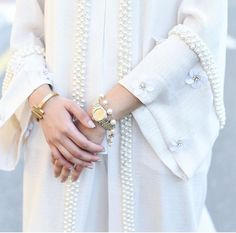 Beautiful Qabeela abaya. White abaya with embellishments