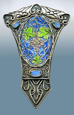 The Grapevine Brooch - Silver, enamel, moonstone, British arts and crafts to Art Deco, 1905