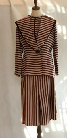 1d87c9ae Flott gammel kjole med jakke i 20-tallstil, matroskrage Silkeaktig stoff  Samleobjekt Mangler glidels
