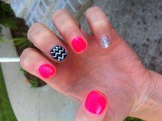 Chevron shellac nails