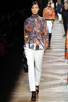 Dries Van Noten Fall 2012 Ready-to-Wear Fashion Show - Shu Pei Qin