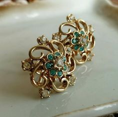 Check out this item in my Etsy shop https://www.etsy.com/listing/526628665/vintage-aquamarine-gold-rhinestone-screw