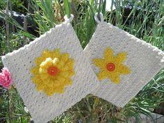 Pegas em crochê com flor