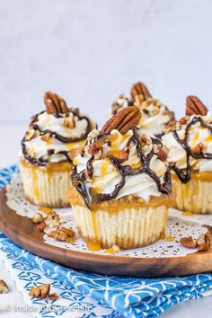 Mini Turtle Cheesecakes - little cheesecake cupcakes topped with a caramel pecan topping and homemade caramel whipped cream makes a dreamy dessert. Make these easy cheesecakes for parties and watch them disappear. Mini Cheesecake Cupcakes, Turtle Cheesecake Recipes, Mini Cheesecakes, Cheesecake Desserts, Raspberry Cheesecake, Delicious Desserts, Dessert Recipes, Pie Recipes, Sweet Recipes