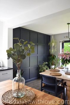 dining room and dark paneling Painted Chairs, Painted Furniture, Home Furniture, Furniture Projects, Diy Projects, Upholstered Chairs, Diy Kitchen, Dining Chairs, Redo Chairs