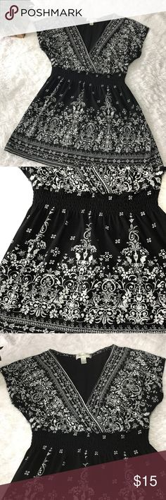 """Dressbarn woman's Tie Back black white top Black white Tie Back woman's top. Short sleeve Floral design v-neck. Ties in Back  Size small  Cotton/modal material  Pit to pit 17""""  Top of top to bottom of top 24""""  Excellent condition  Bin 9 Dress Barn Tops"""