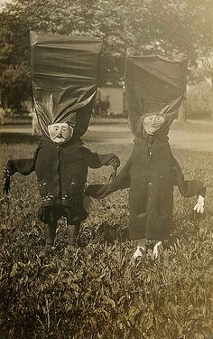 vintage Halloween photo......ok.....and..... how do you sleep after seeing this.....