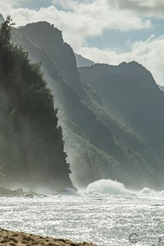 Waves showing their mighty strength as they crash along the cliffs of Na Pali. Kauai, Hawaii [OC][2048x1365]